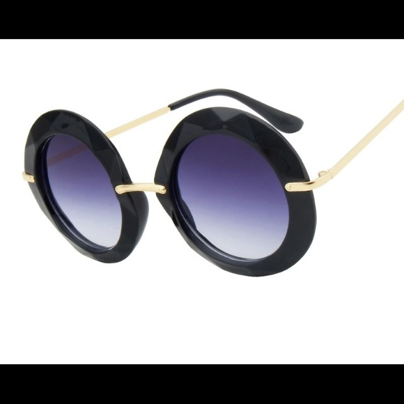 98c97de0338 CHLOE RETRO ROUND SUNGLASSES IN BLACK